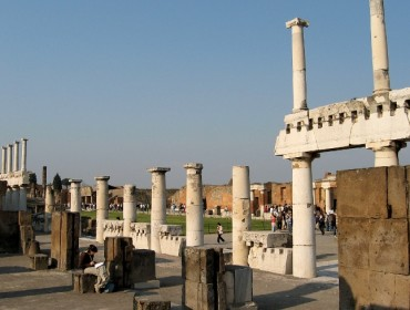 Pompeje - kolumnowy portyk Forum