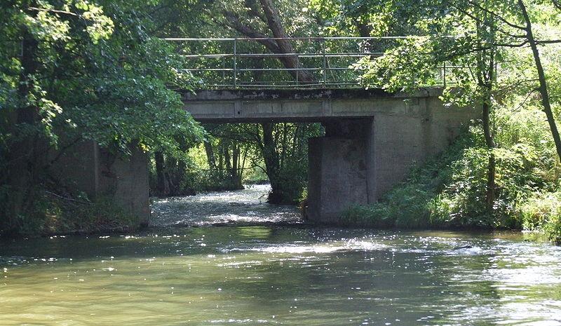 Wda na Górskim Moście zaraz za śluzą (fot. Joymaster - wikipedia)