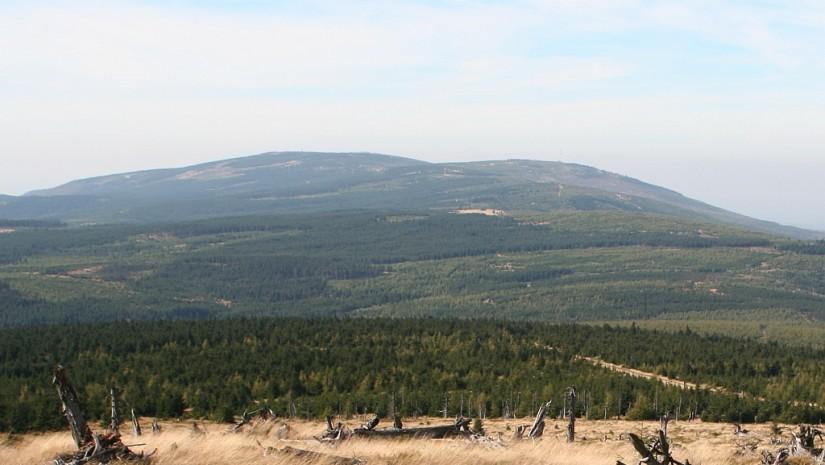 Góry Izerskie-Smrek i Stog Izerski (fot. Hydrus - Wikipedia)