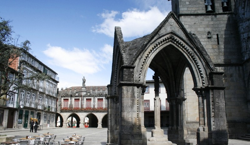Guimarăes - Igreja da Oliveira e Padrão do Salado