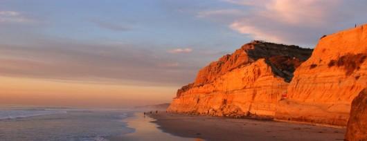 Klify Torrey Pines o zachodzie słońca