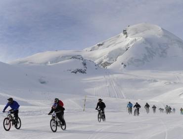 Zdjęcie z Allalin Race z poprzedniego roku. Jak widać ściga się nie tylko na nartach i snowboardzie