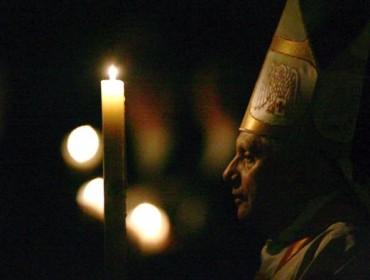 Wigilia Światła w Wielkanoc 2012 r. odprawiona została przez papieża Benedykta XVI