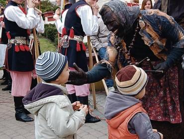 Jak widać Siuda-Baba nie taka straszna jak ją malują - dzieci się jej nie boją!