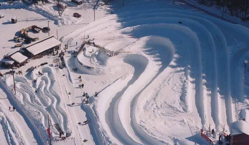 Tory w Leysin w Szwajcarii mają wiele różnych kształtów
