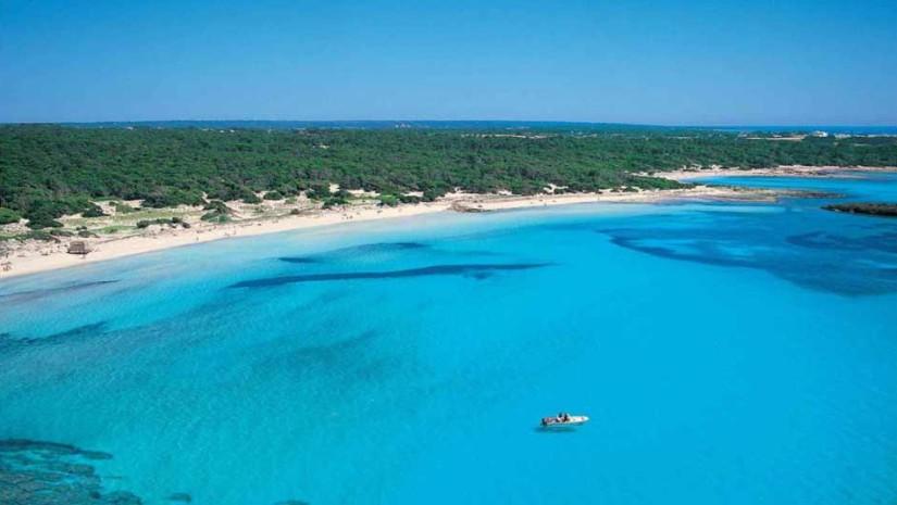 Plaża Es Trenc na południowym wybrzeżu Majorki - Baleary