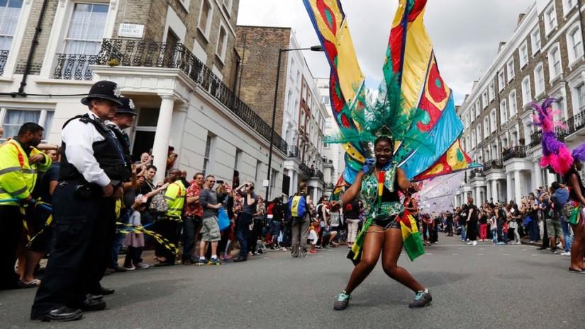 Karnawał w Notting Hill w niczym nie ustępuje temu z Rio! Źródło: http://news.bbcimg.co.uk