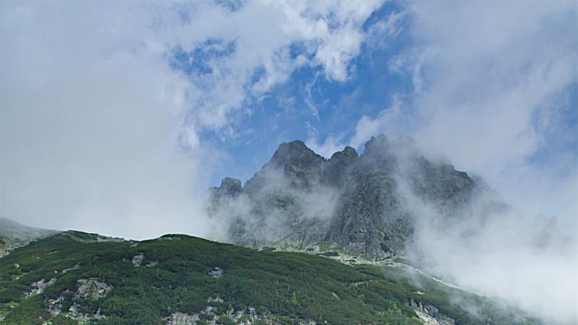 Słowackie góry i przytulne schronisko u ich stóp. Źródło: www.tatraphotographyworkshop.com