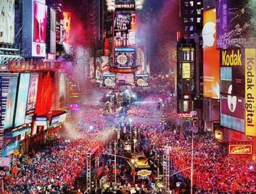 Rozświetlony ferią barw i fajerwerków Times Square
