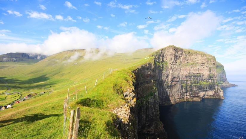 Decydując się na wspinaczkę po klifach takich ja te na Wyspach Owczych