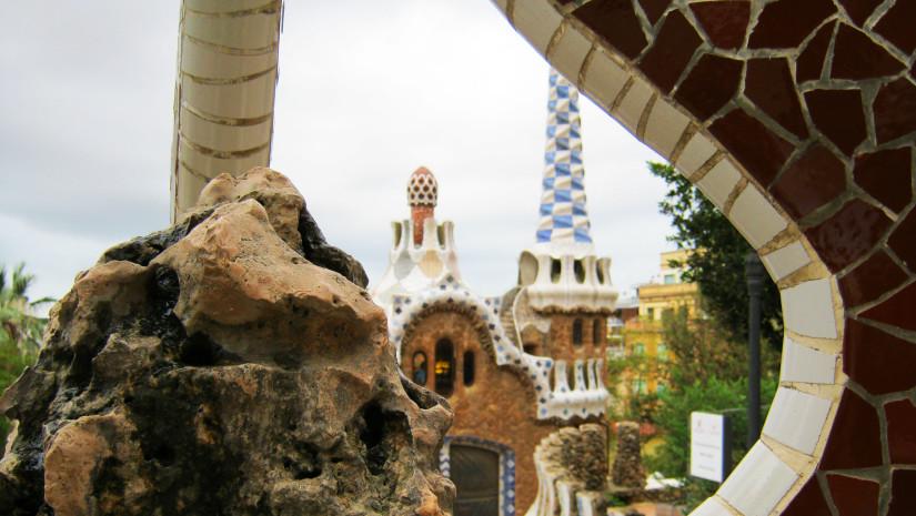 Dzieła Gaudiego w Parku Guell to jedne z najchętniej oglądanych obiektów w Barcelonie