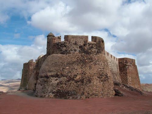 Castillo de Santa Barbara na wulkanie Guanapay Źródło: www.todopueblos.com