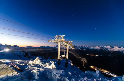 Krasnaja Polana może poszczycić się wspaniałymi widokami - oto malownicza panorama Kaukazu. Źródło: www.rosaski.com