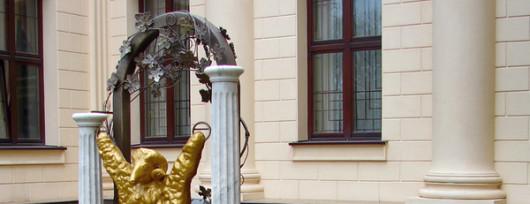 Złote Runo i strzegący je smok - piękna ilustracja mitu o Jazonie i Argonautach. Źródło: www.2do2go.ru