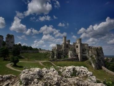 Gotycki zamek w Ogrodzieńcu był siedzibą rycerskiego rodu Włodków Sulimczyków. Źródło: www.zamek-ogrodzieniec.pl