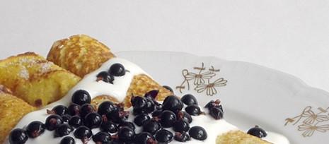 Cieniutkie palacinky z owocami prosto z czeskiego lasu. Źródło: www.varimezdrave.cz
