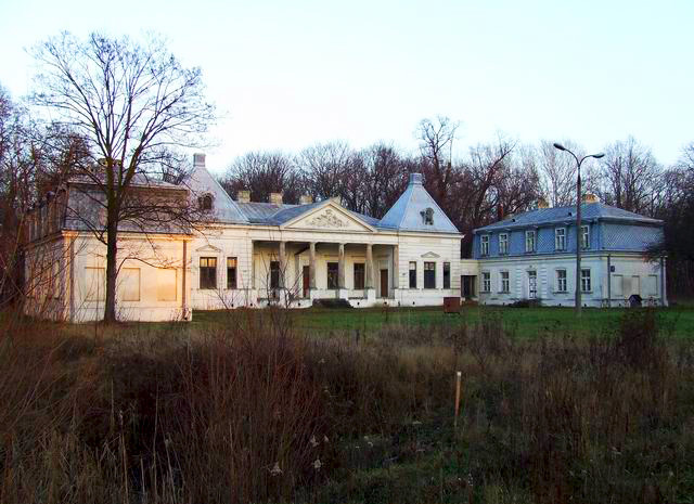 Projektantem pałacu na Młocinach jest działający głównie w Saksonii rokokowy architekt J.F. Knöbel. Źródło: www.mlociny.org