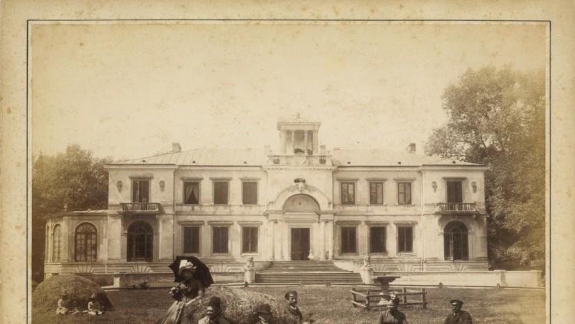 Pałac w Helenowie wziął swoją nazwę od siostry hrabiego Ostrowskiego