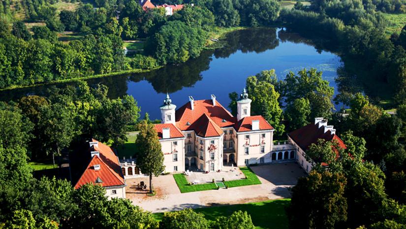 Widok z lotu ptaka na otwocki pałac. Źródło: www.otwock.mnw.art.pl