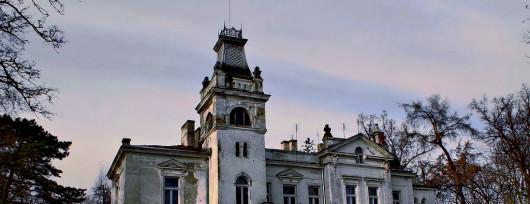 Wola Boglewska to utrzymany w stylu włoskiego neorenesansu pałac zaprojektowany przez Apoloniusza Nieniewskiego