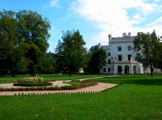 Pałac w Starejwsi to teraz ośrodek szkoleniowy NBP. Źródło: www.starawies.nbp.pl