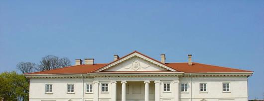 Klasycystyczny pałac w Korczewie. Źródło: www.korczew.pl