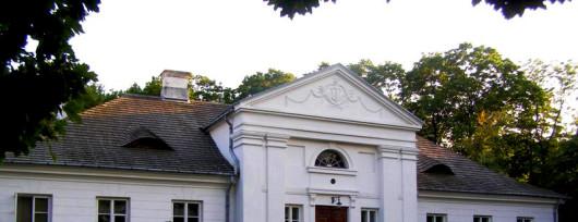 Dwór w Tułowicach. Źródło: www.sochaczew.pl
