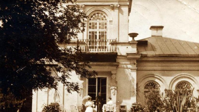 Dworek w Orońsku na starej fotografii z czasów kiedy mieszkał w nim Józef Brandt. Źródło: www.oronsko.info