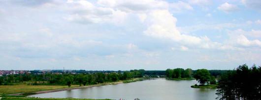 Zalew Janowski właściwie składa się z 2 zbiorników wodnych. Źródło: www.powiatjanowski.pl