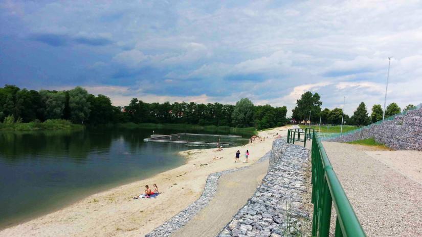 Żwirownia w Międzyrzecu Podlaskim charakteryzuje się wysokim brzegiem. Źródło: www.miedzyrzecsiedzieje.pl