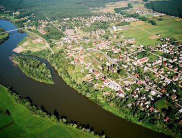 Widok z lotu ptaka na Brok i Bug. Źródło: www.brok.pl