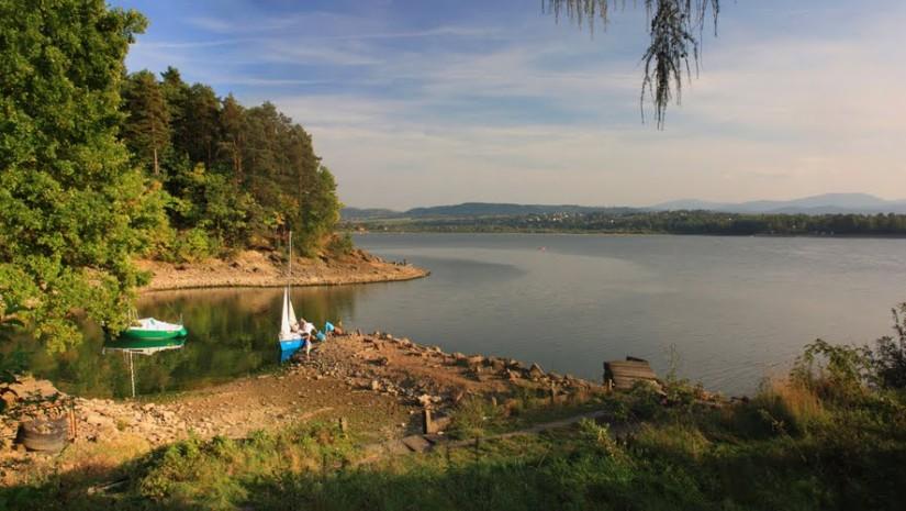 Sielanka nad Jeziorem Żywieckim w Beskidach (źródło: Panoramio.com)