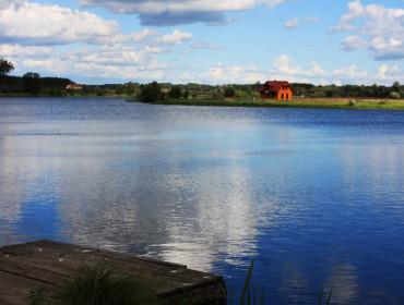 Zalew Nowomiejski przyciąga zwłaszcza miłośników wędkowania (źródło: www.ugnowemiasto.pl)