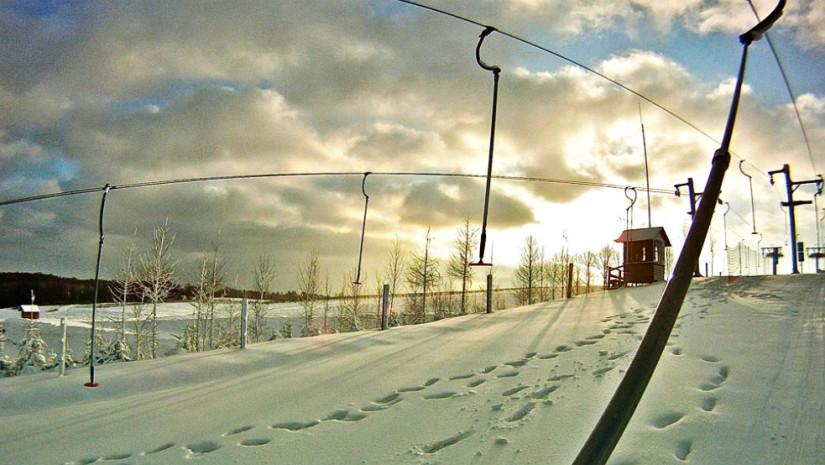 Doskonałe warunki na stokach Szwajcarii Bałtowskiej (źródło: www.szwajcariabaltowska.pl)