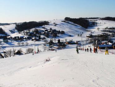 Jak na ''niegórskie'' warunki stok w Batorzu jest naprawdę duży (źródło: www.batorzski.pl)