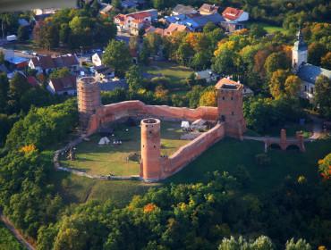 Widok z lotu ptaka na zamek w Czersku