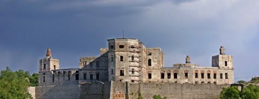 Monumentalny zamek Krzyżtopór w Ujeździe to architektoniczny majstersztyk