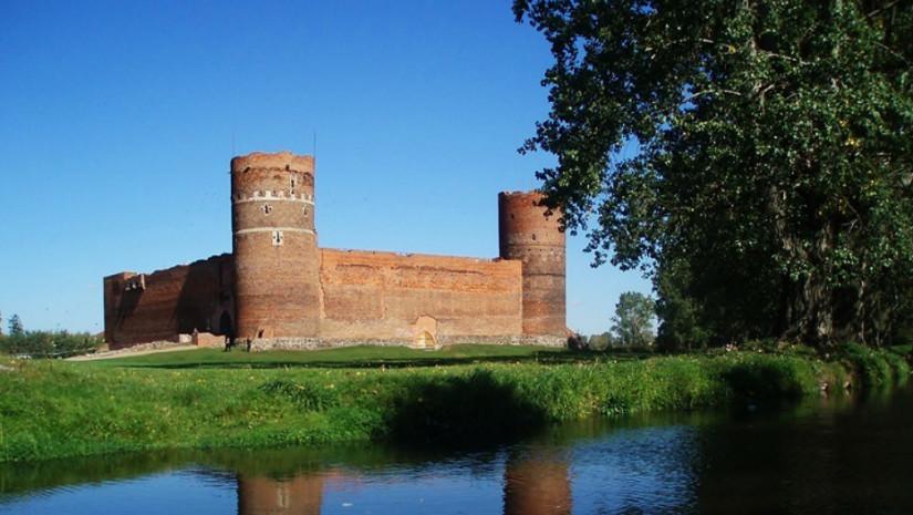 Widok na zamek w Ciechanowie od strony rzeki Łydynii (źródło: www.zamek-ciechanow.pl)