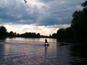 Stawy Stefańskiego to jedyne miejsce w Łodzi, gdzie można uprawiać wakeboarding