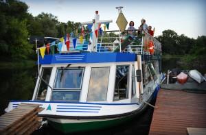 Jagodowy Ryś zacumowany na Kanale Żerańskim