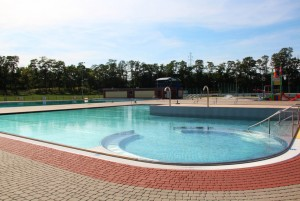Odkryty basen Bugla w Katowicach jest zarządzany przez MOSiR