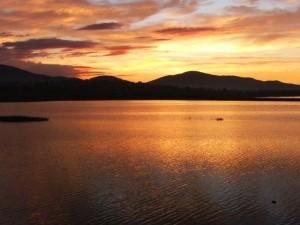 Po zachodzie słońca nad Zbiornikiem Żywieckim