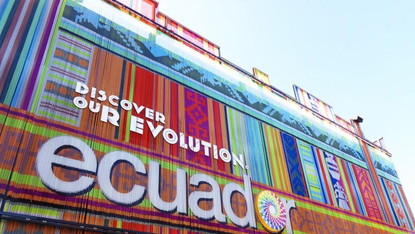 Mieniący się ferią barw pawilon Ekwadoru pokryty plecionymi, kolorowymi sznureczkami nawiązywał do indiańskich tkanin ludowych.