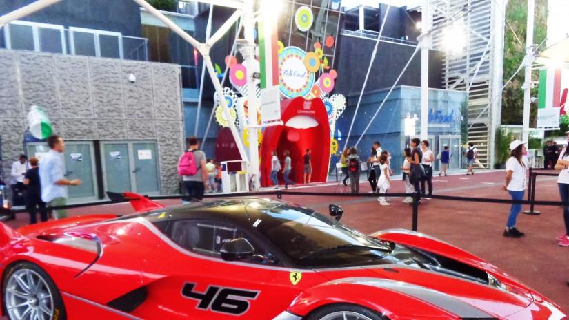 Jak na gospodarza przystało Włochy przygotowały się do Expo bardzo solidnie. … pawilonów poświęconych było poszczególnym regionom Italii. Nie mogło także zabraknąć słynnych aut wyścigowych: Ferrari…