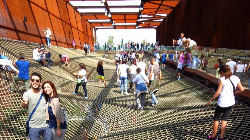 Ideą, jaka przyświecała brazylijskim architektom, było pokazanie sieci jako metafory elastyczności, płynności oraz łatwości dopasowania się człowieka.