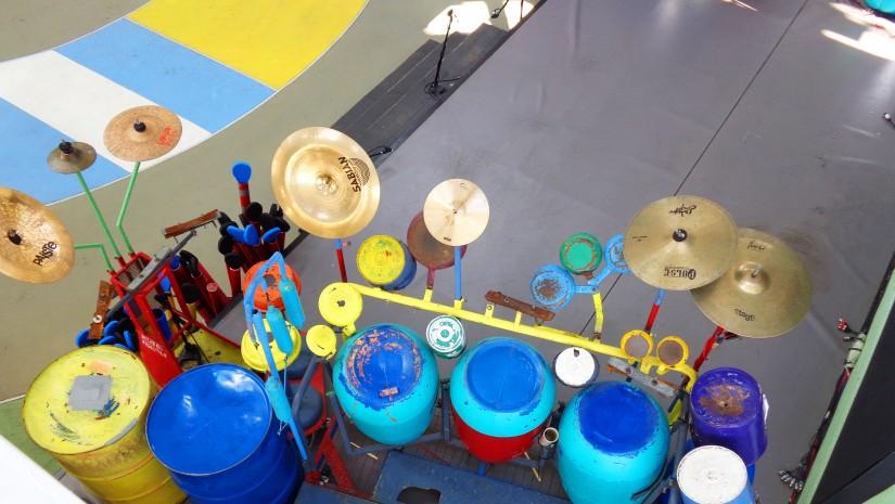 Argentyna to oczywiście tango. Na środku pawilonu zbudowano scenę, gdzie odbywały się pokazy tego zmysłowego tańca, do którego przygrywano na własnoręcznie skonstruowanych i pomalowanych instrumentach, takich jak na przykład ta perkusja.