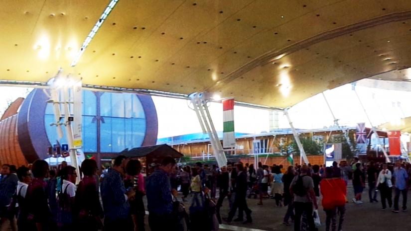 Panoramiczne ujęcie liczących aż 1,1 km² terenów Expo.