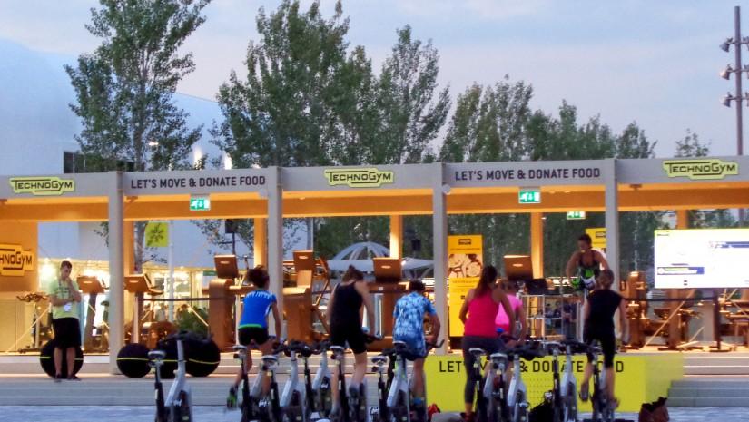 Na światowych targach w Mediolanie każdy mógł znaleźć coś dla siebie, także fan sportów i fitnessu. Przy tylu restauracjach punkt ze stacjonarnymi rowerami, na których co wieczór odbywał się trening spinningu okazał się znakomitym pomysłem.