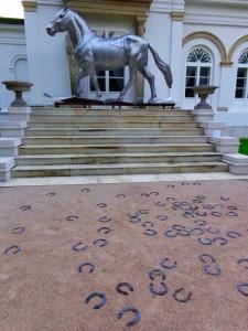 Koń to często pojawiający się motyw wśród rzeźb zgromadzonych w Orońsku
