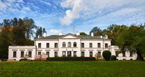 Neoklasycystyczny pałac w Osuchowie pod Mszczonowem to obecnie ośrodek wypoczynkowo-szkoleniowy należący do ZUS